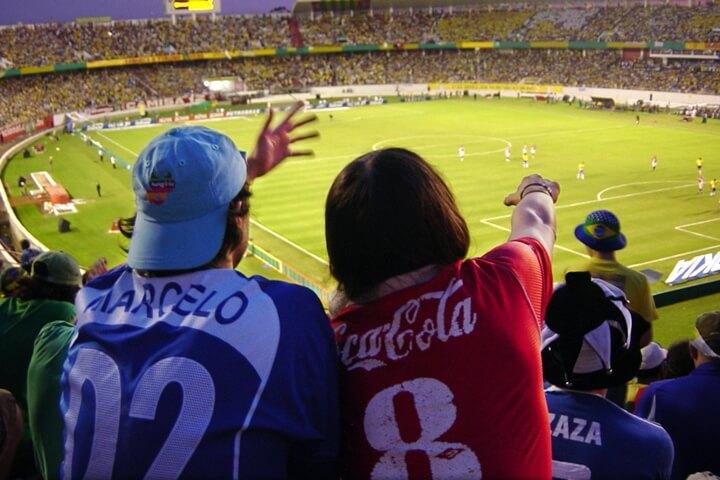 サッカー観戦の持ち物と服装