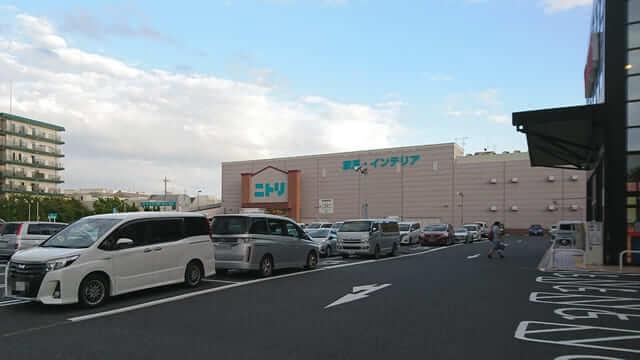ノエビアスタジアム近くのヤマダ電機の駐車場